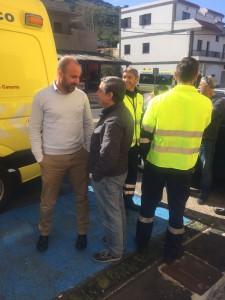 Héctor Hernández habla con Mario Santana tras supervisar los equipos