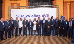 Foto de familia Aniversario AVE (2)